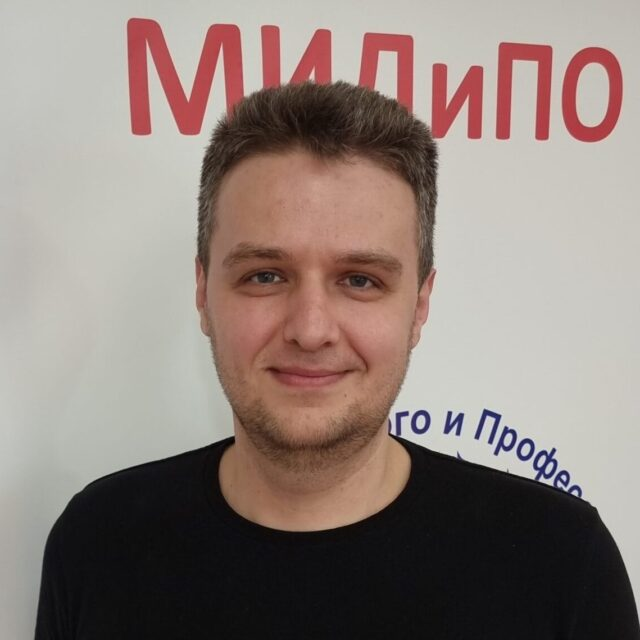 Комаров Андрей Романович
